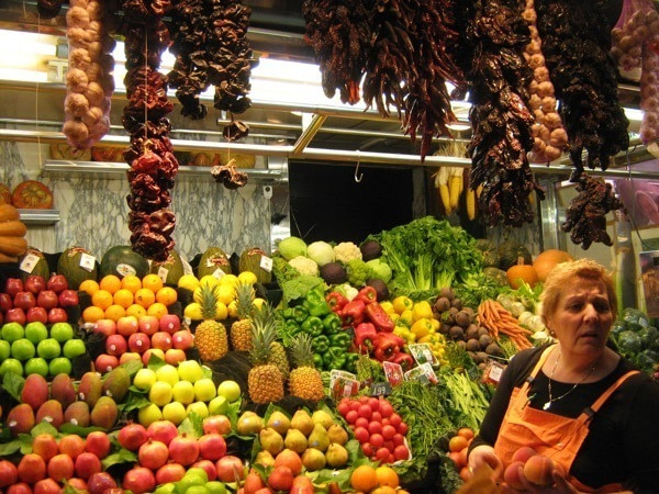 Groceries_at_Boqueria_market_600px