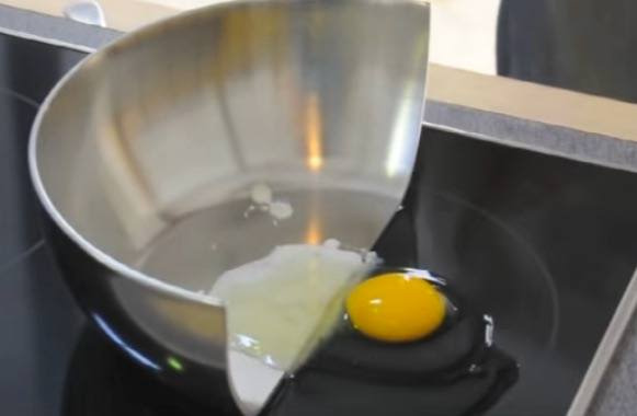 inductionEggFrying