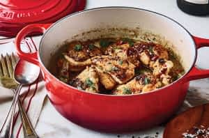 Le Creuset round wide Dutch oven w/food
